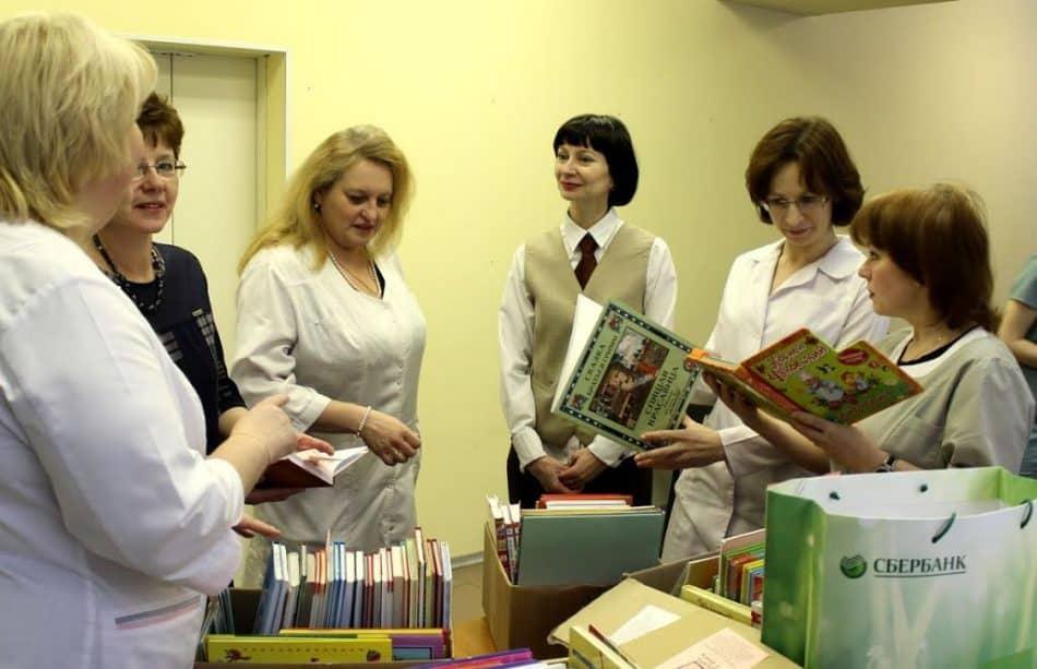 В Международный день книгодарения Детская библиотека Республики Карелия им. В.Ф. Морозова передала более 500 книг для маленьких пациентов