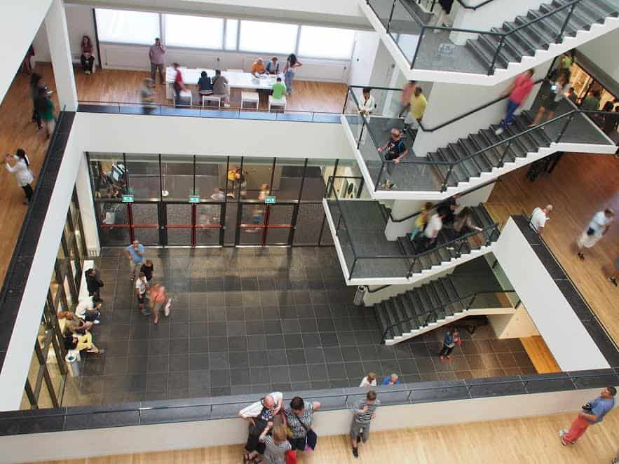 Лестница в музее Ван Гога, Амстердам