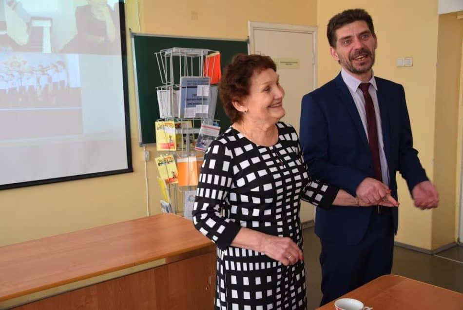 Олег Степанов с Татьяной Рожковой. Она работает в школе с 1964 года