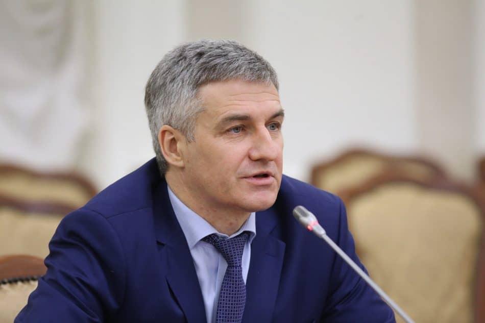 Артур Парфенчиков на пресс-конференции. Фото Владимира Ларионова
