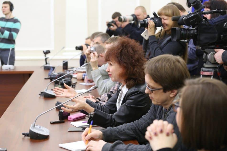 На пресс-конференции. Фото Владимира Ларионова
