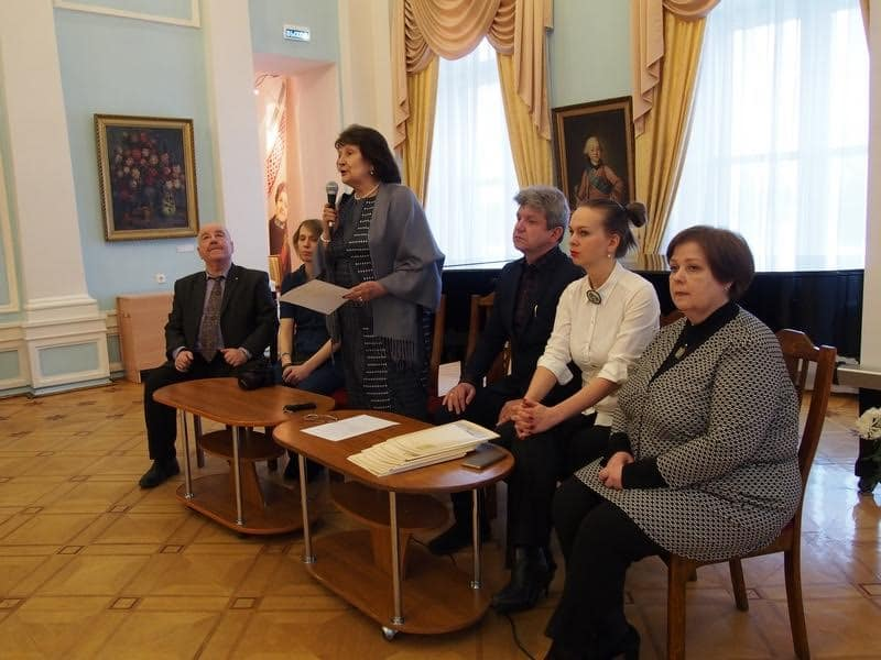 Открыла выставку директор Музея иобразительных искусств РК Наталья Вавилова