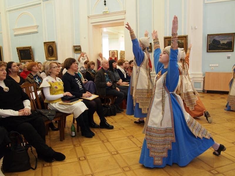 Гостей приветствует фольклорно-хореографический ансамбль КULKUSET