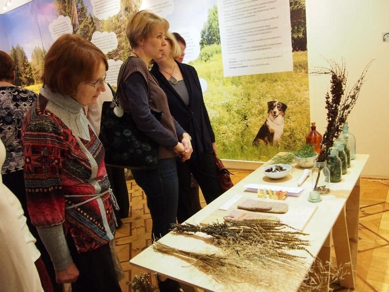 На выставке можно увидеть естественные красители шерсти