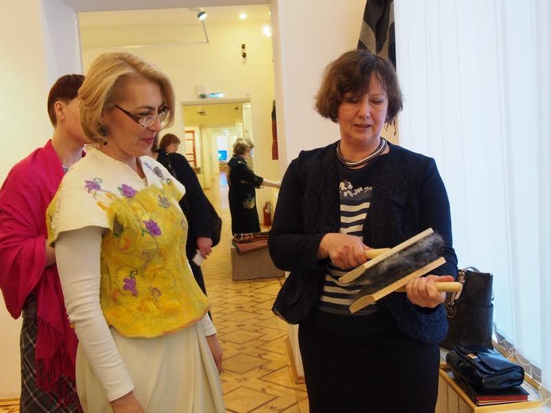 О том, как чешется шерсть, знают редкие люди. Например, Екатерина Лобастова (справа)