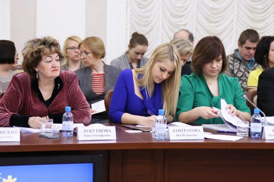 Яна Лантратова (в центре). Фото пресс-службы правительства Карелии