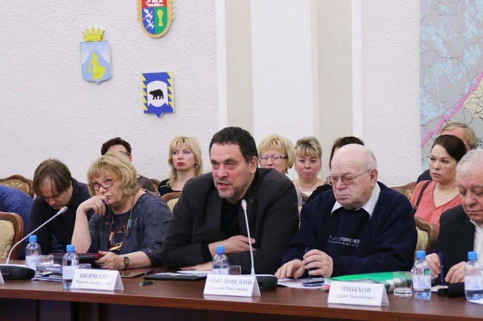 Максим Шевченко (в центре) дает резкую оценку действиям УФСИН Карелии