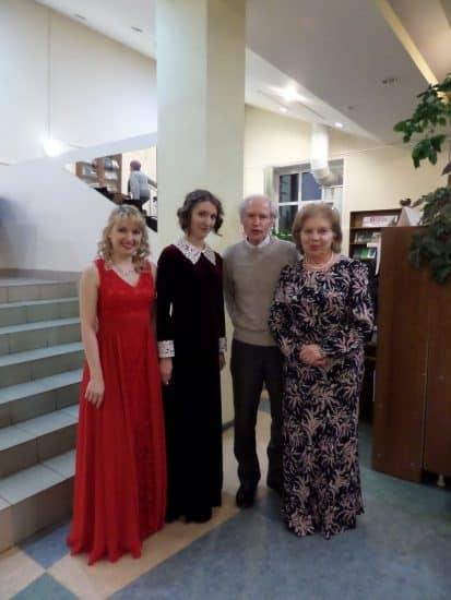 После концерта. Справа налево: Светлана Синцова, Владимир Угрюмов, Елизавета Черемная, Елена Окатьева