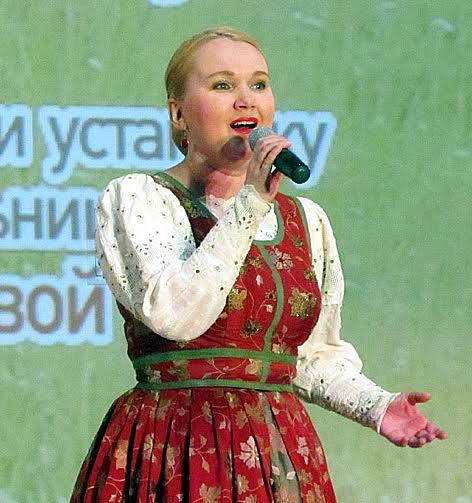 Заслуженная артистка Карелии, солистка ансамбля «Кантала» Ирина Попова
