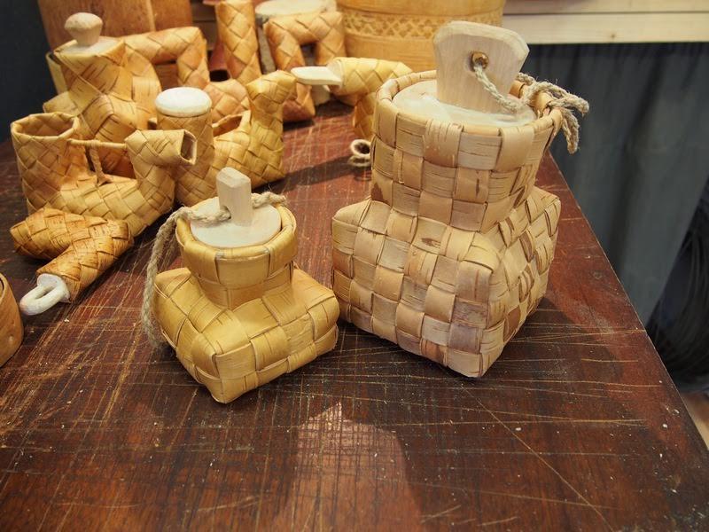 Слева - реплика солонки из краеведческого музея Хельсинки, справа- реплика эстонской солонки из фондов Тартуского краеведческого музея