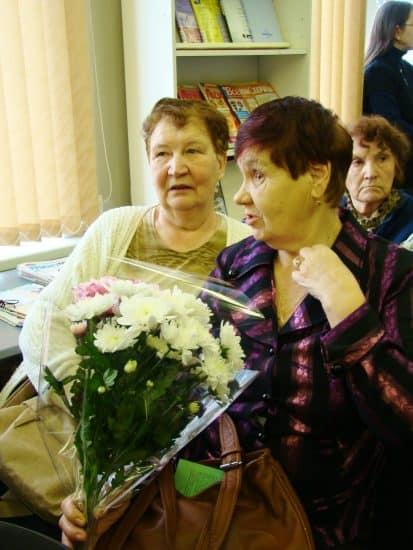 Александра Васильевича пришли поздравить одноклассницы