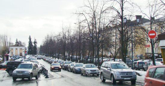 Петрозаводск, улица Энгельса. Был город зелени, стал город машин.