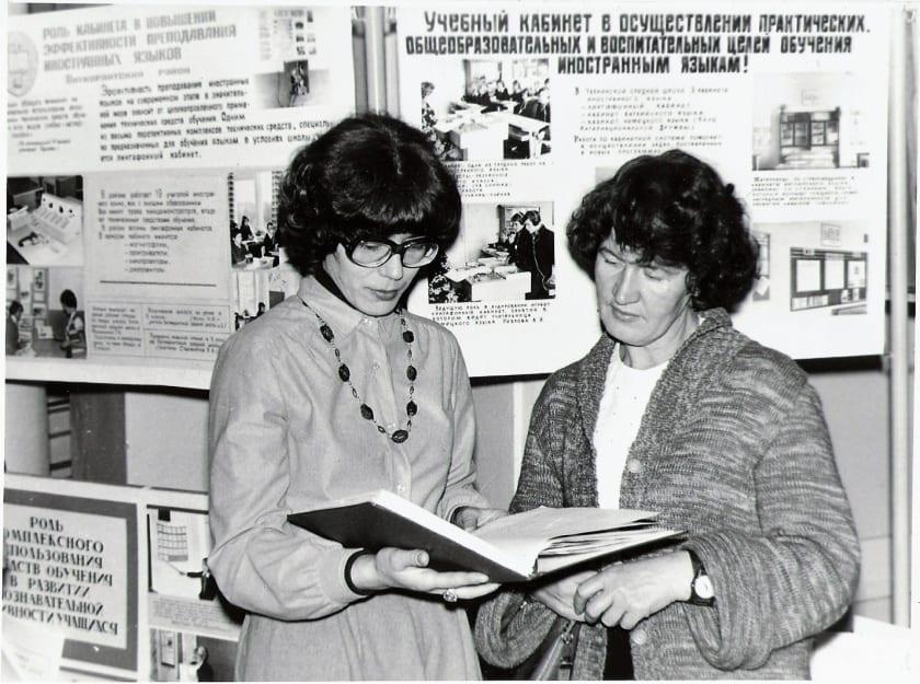 Зинаида Ивановна Филатова (справа)