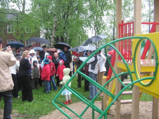 В 2005 году жители Дулута собрали средства на установку в Петрозаводске игровой площадки для детей-инвалидов. Площадка установлена в июне 2006 года на территории центра для детей с ограниченными возможностями «Родник»