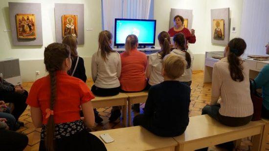 Беседа со школьниками в Музее изобразительных искусств Карелии