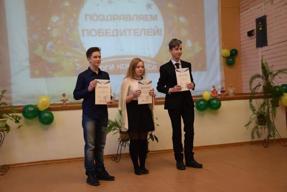 Илья Сотников (слева), Анастасия Василевская и Леон Стрелков - победители муниципального этапа конкурса