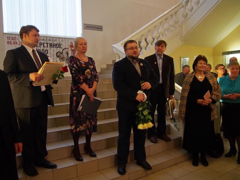 С открытием новой выставки поздравляет министр культуры Алексей Лесонен