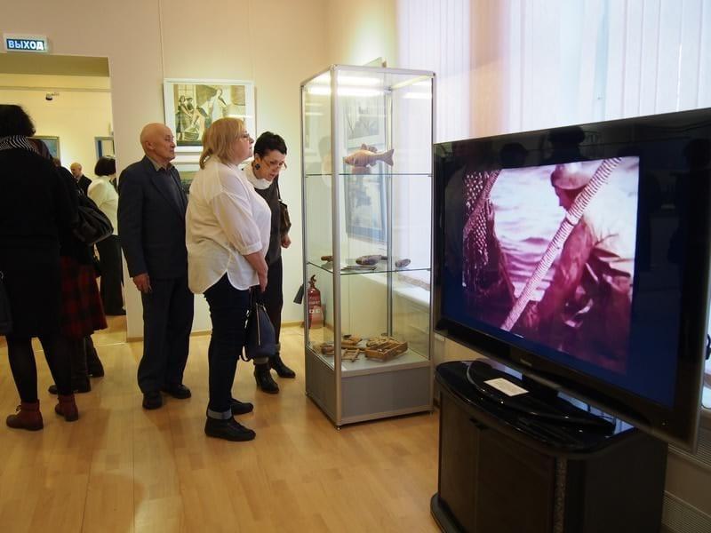 """В Музее изобразительных искусств РК открылась новая выставка """"Ни хвоста, ни чешуи"""""""