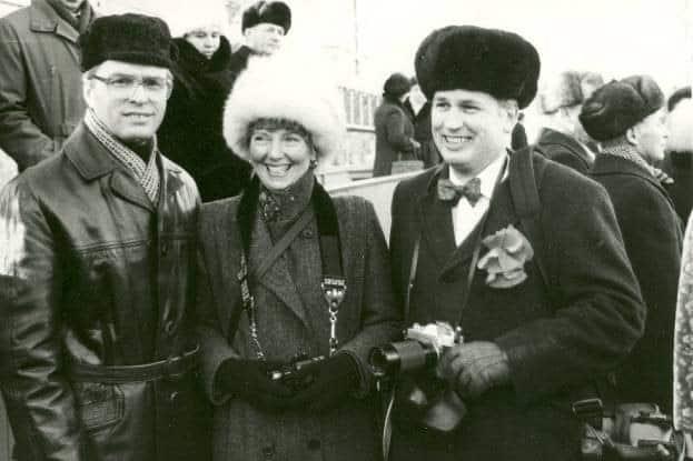 Виктор Степанов, министр просвещения КАССР, с Джойс Бенсон и Томом Морганом, членами первой официальной делегации Дулута в Петрозаводск. Ноябрь 1987 года