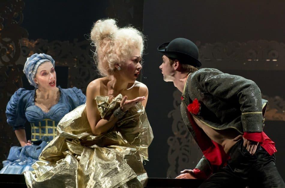 """Сцена из спектакля """"Тюркаре"""". Фото www.teatrvfk.ru"""