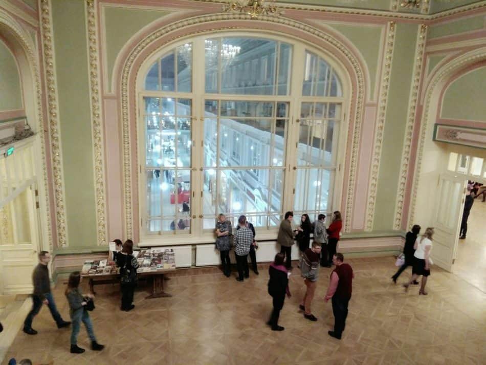В театре имени Комиссаржевской. Фото Зои Арнаутовой