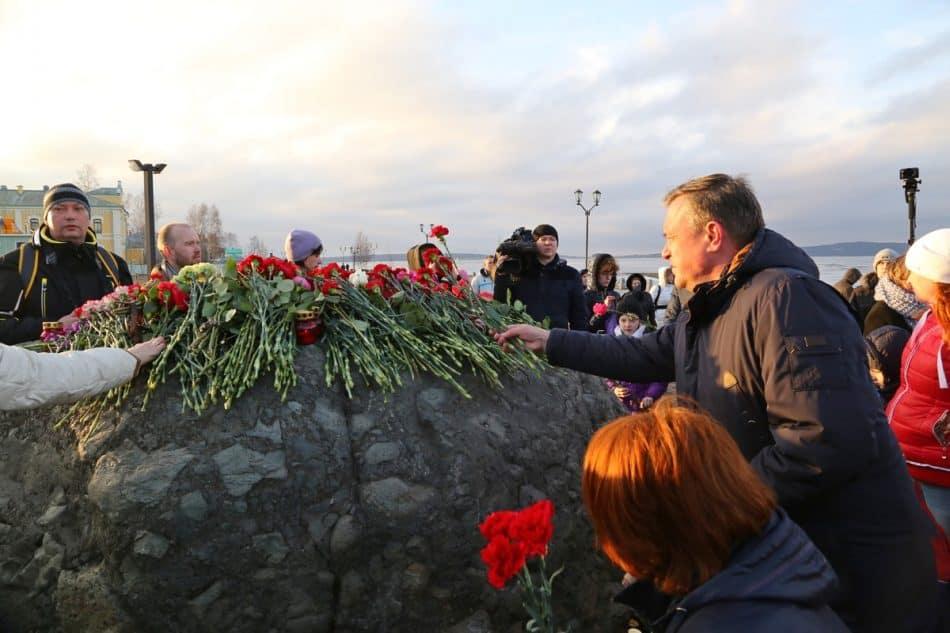 Петрозаводск, 4 апреля 2017 года. Акция памяти жертв теракта в Санкт-Петербурге. Фото Владимира Ларионова