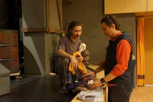 """Виктор Антонов (слева) и Борис Константинов работают над спектаклем """"Железо"""". Фото Ирины Ларионовой"""