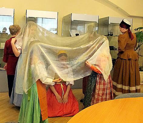 Фрагмент свадебного обряда показывают самые юные участники ФЭТ музея