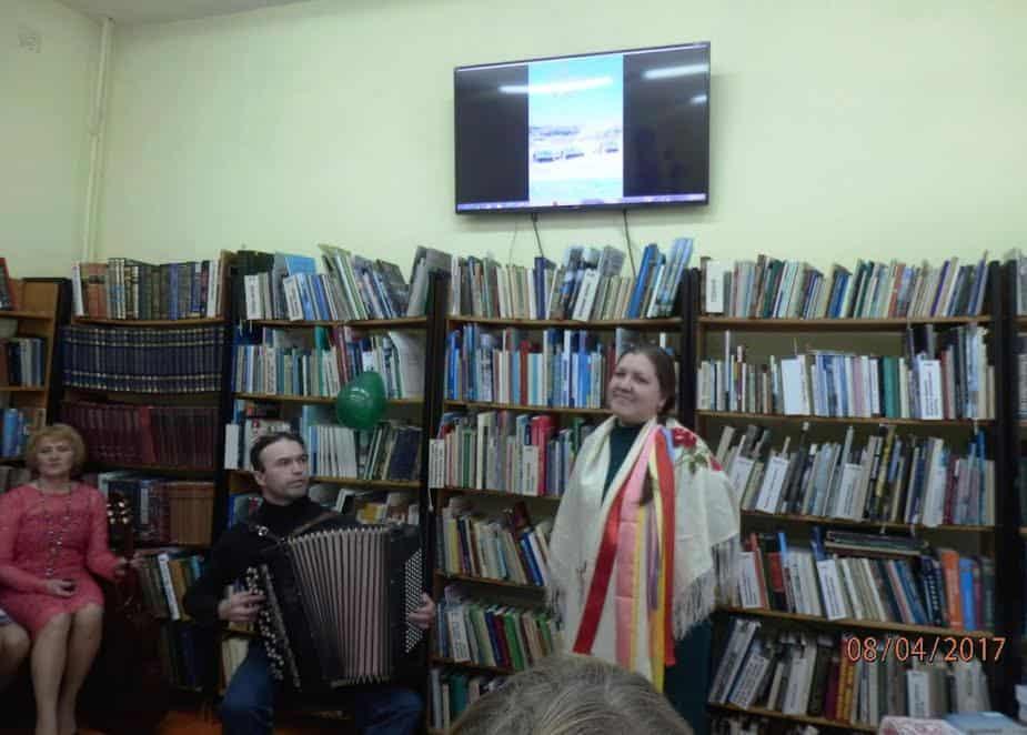 Семейный дуэт Николай и Елена Ольшаковы исполнили песню «Заонежские узоры»