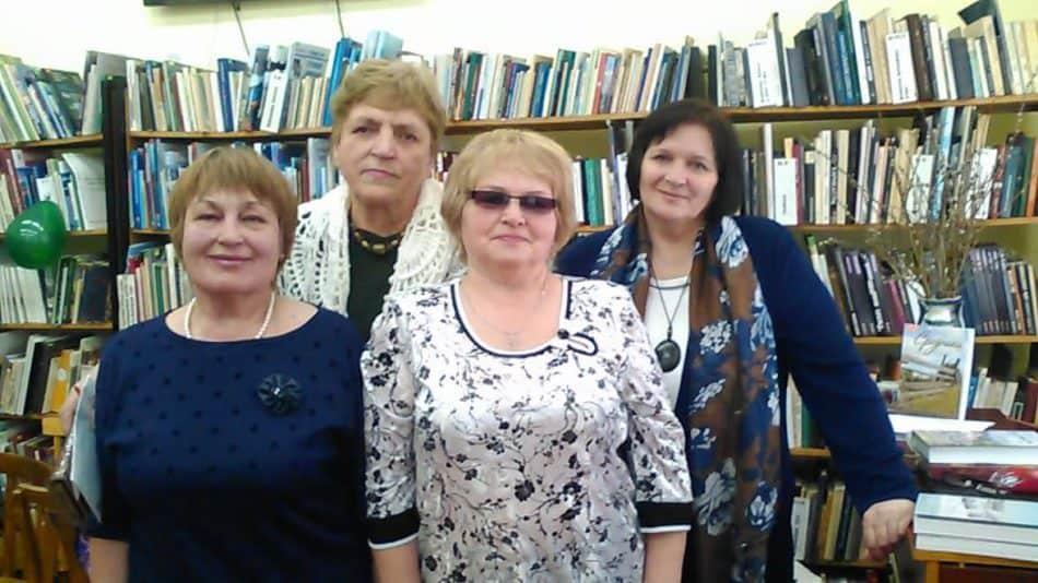 На фото слева направо в первом ряду: Е.П. Романова, автор в новой книге В.И. Маллуева, во втором ряду В.Д. Соловьева, волонтер и автор первой книги, Л.В. Герасёва, редактор-составитель обоих сборников