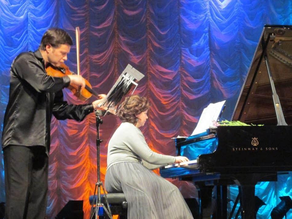 Во Дворце искусств Кондопоги петрозаводские музыканты дали концерт «Шедевры на все времена». Фото Алексея Карпенко
