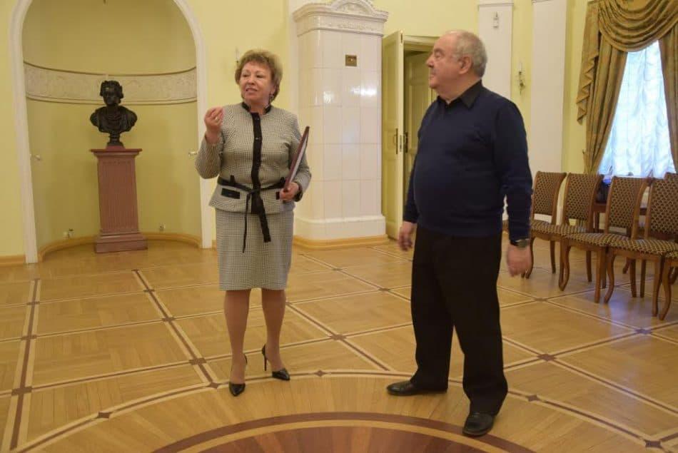 Директор гимназии Марина Кузнецова и директор музея Михаил Гольденберг