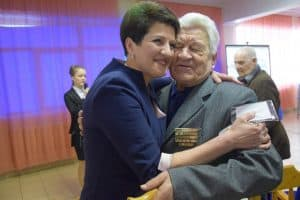 "Ирина Велеславова с одним из героев проекта ""Судьба  человека"""