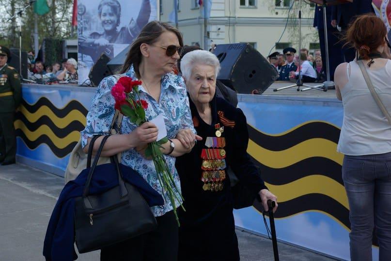Ветеран Розалия Ивановна Тимакова и пеший волонтёр Наталья Петрунина