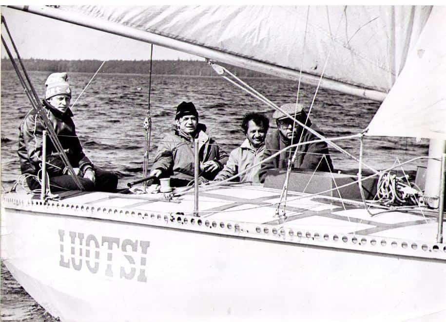 На яхте. Слева Владимир Тихонов. Первый справа Марат Тарасов, рядом с ним Лев Левинсон