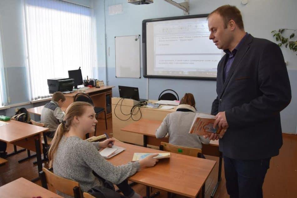 Урок географии ведет Евгений Юрьевич Николаев
