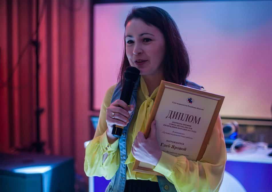 """Анна Яровая получила диплом за мужа и коллегу: """"Это тот случай, когда ученик превзошел своего учителя"""""""