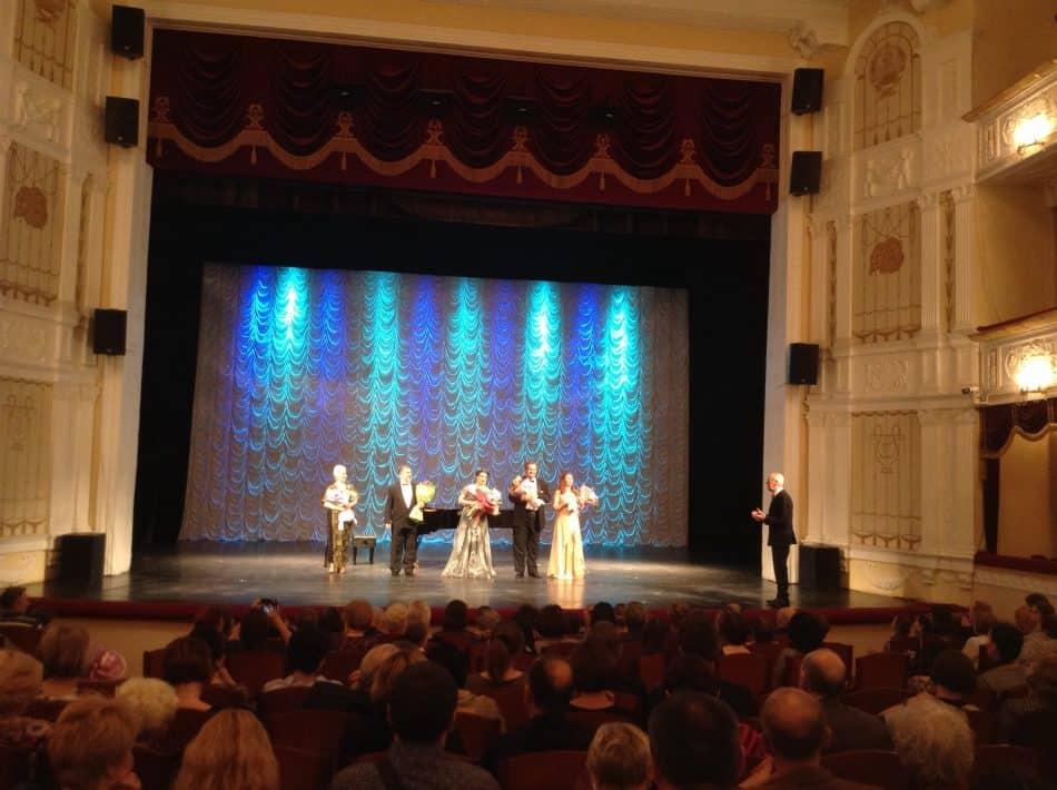 Солистов Мариинского театра приветствует Виктор Горин, художественный руководитель фестиваля