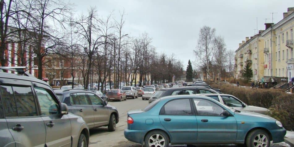 Аллея на улице Ф.Энгельса в Петрозаводске