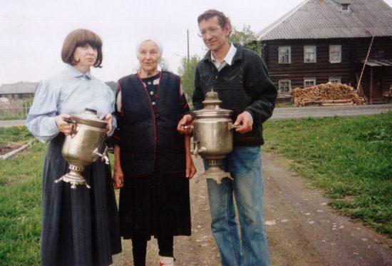Елена Васильевна Захарова с внуками