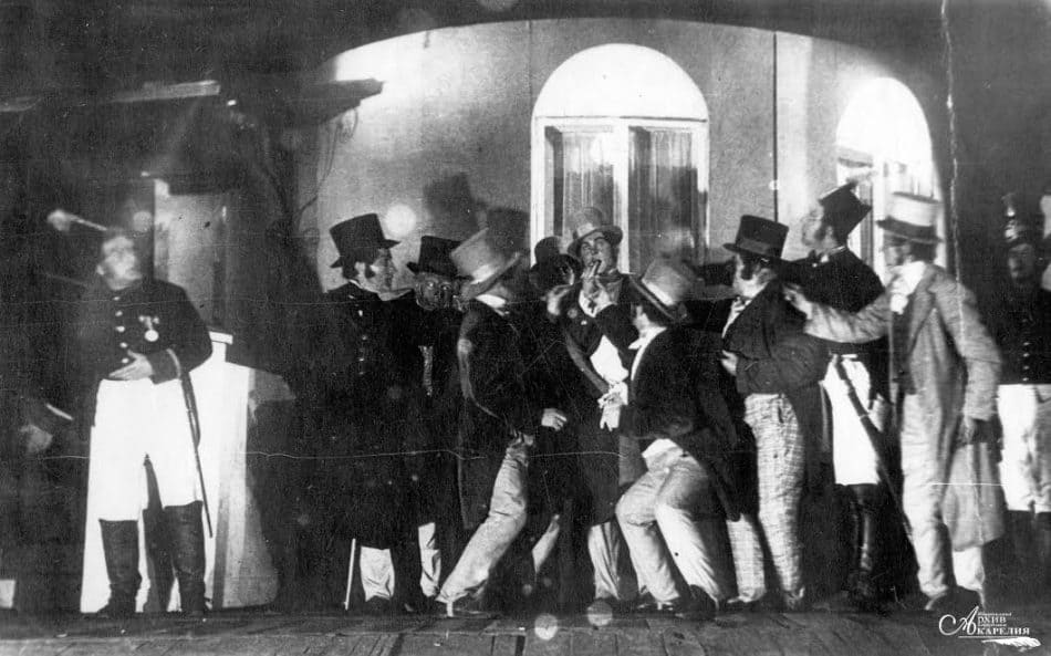 Сцена из спектакля Н. Гоголя «Ревизор» (режиссер Р. Нюстрем, художник Х. Карлсон). В центре - С. Туорила в роли Хлестакова. 1936 год
