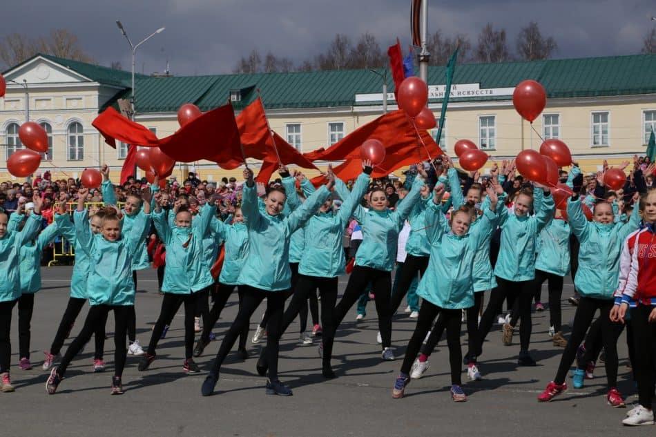 Показательные выступления учащихся спортивных школ. Фото Владимира Ларионова