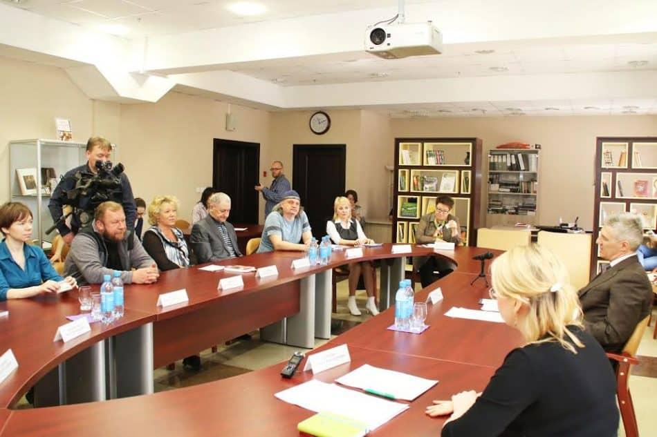 Врио Главы Карелии Артур Парфенчиков встретился с представителями писательского сообщества