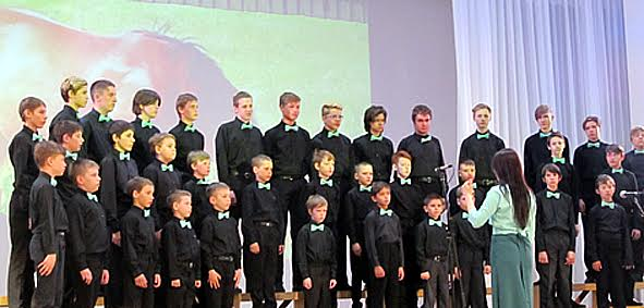 Хористы из муниципальной хоровой капеллы мальчиков «Виват»