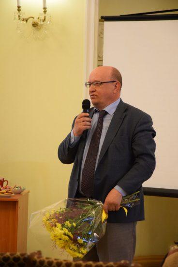 Юрий Шабанов, который создавал лицей №1 призвав на помощь Исаака Фрадкова, вспоминает, что при 2 тысячах учеников он умудрялся составлять расписание так, что все учились в одну смену!