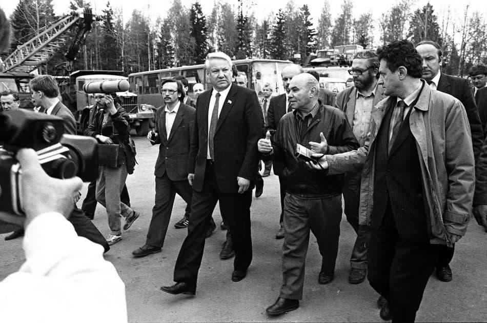 Борис Ельцин в Карелии. 90-е годы. Рядом строитель Вадим Туманов, признанный почетным гражданином Республики Карелия в 2017 году