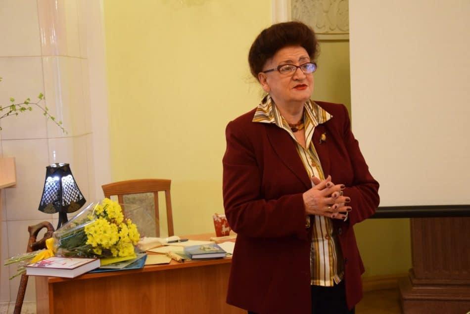 Наталья Рузанова в начале 60-х преподавала в 9-й школе в классах программистов, открытых Фрадковым. Вскоре благодаря этим ребятам Петрозаводск ворвался в пятерку городов - лидеров информатизации в СССР