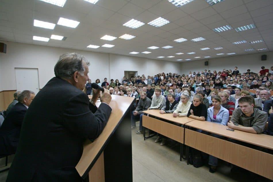 Нобелевский лауреат Жорес Алферов в ПетрГУ. Октябрь 2006 года