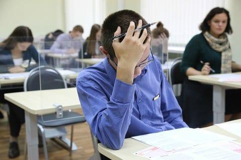Четыре выпускника не завершили экзамены по математике и обществознанию