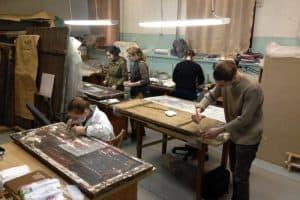 Московские студенты реставрируют иконы в Музее изобразительных искусств Карелии